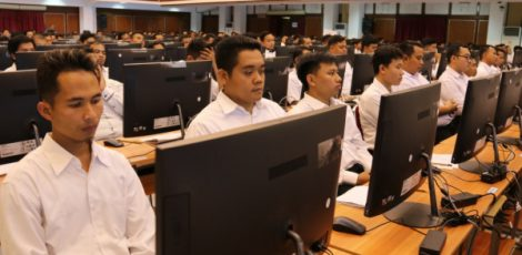 Tes Seleksi Kemampuan Dasar (SKD) CPNS di Auditorium GPH Haryo Mataram Universitas Sebelas Maret Surakarta