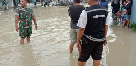 Genangan air setinggi lutut di kawasan jalan Stasiun Kota, Ngareng, Kelurahan Cepu Kecamatan Cepu Kabupaten Blora