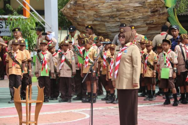 Bunda Umi Kulsum Djoko Nugroho dalam Pembukaan Pesta Siaga tingkat Kwartir Cabang Blora tahun 2020 di halaman SMK Migas Cepu
