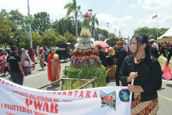 Pawai Budaya Nusantara dalam rangka HUT Kota Balikpapan ke-123
