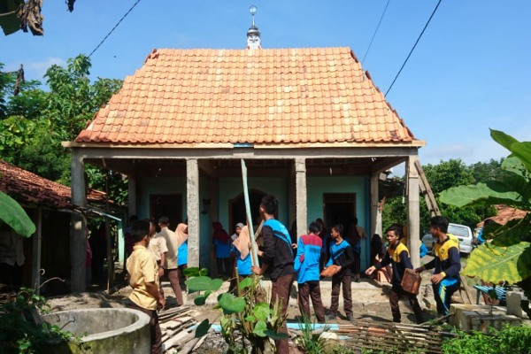 Bakti Sosial MA Maarif NU Doplang di Dusun Nglinggo Desa Singget Kecamatan Jati Kabupaten Blora