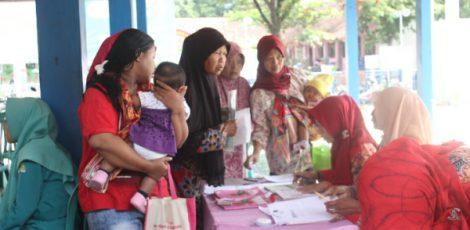 Pengecekan kesehatan dan pengobatan gratis di Balaidesa Pengkoljagong Kecamatan Jati Kabupaten Blora