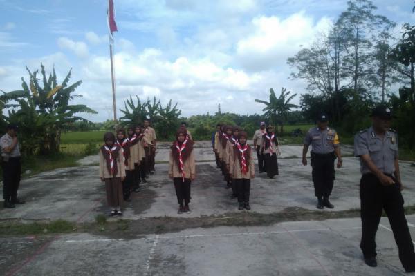 Latihan baris-berbaris di MA Maarif NU Doplang, Kecamatan Jati Kabupaten Blora