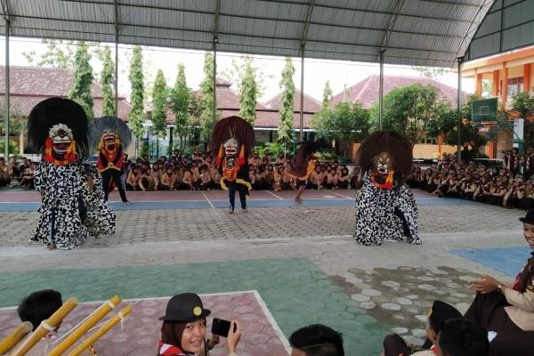 Pentas Barongan dalam rangka Pelantikan Pramuka Penegak Bantara di SMA Negeri 1 Randublatung Kabupaten Blora