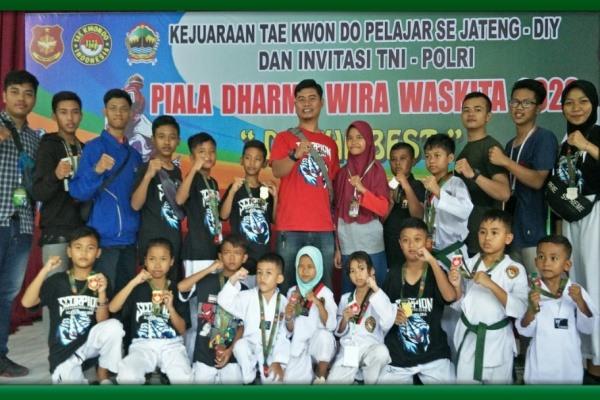 Taekwondoin Blora dalam Kejuaraan Nasional (Kejurnas) Dharma Wira Waskita 2020 di GOR Patriot Kodam IV/Diponegoro Semarang