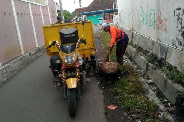 Petugas Kebersihan Kota DLH Blora