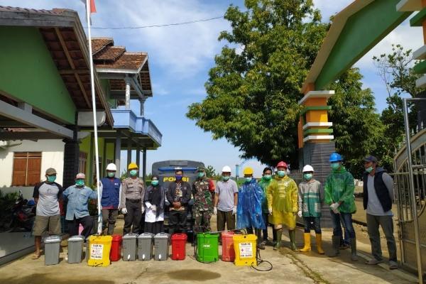 Persiapan penyemprotan desinfektan di Balaidesa Drigo Kecamatan Todanan Kabuapaten Blora