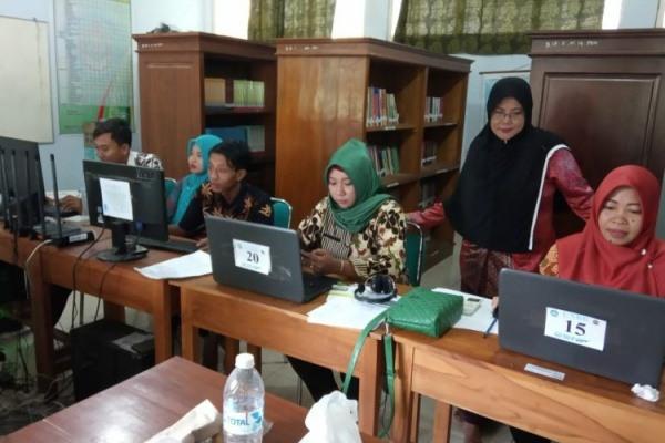 Operator Ujian Sekolah berbasis Daring di SMK PGRI Blora