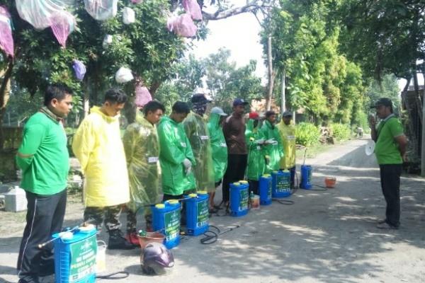 Penyemprotan desinfektan di Dusun Kenongogong Desa Panolan Kecamatan Kedungtuban Kabupaten Blora