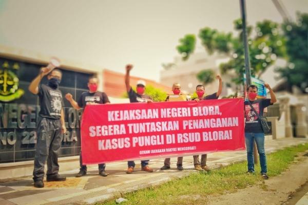 Aktivis antikorupsi yang tergabung dalam Gerakan Rakyat Menggugat (GERAM) mendesak Kejari Blora percepat pengusutan kasus korupsi