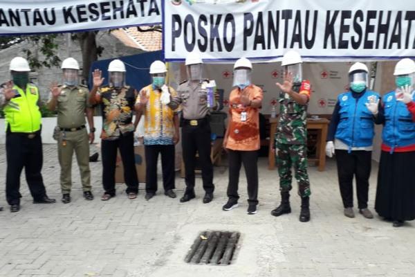 Pengaluran bantuan APD kepada petugas di lokasi Pantau Covid-19 di perbatasan Blora-Grobogan