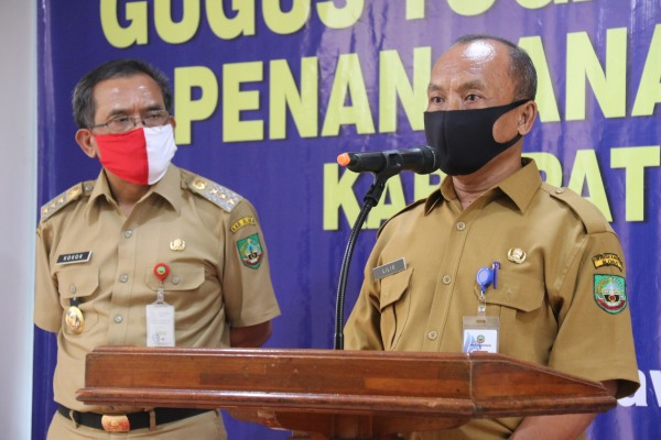 Plt. Kepala Dinas Kesehatan, Lilik Hernanto, SKM, M.Kes di Posko Gugus Tugas Percepatan Penanganan Covid-19