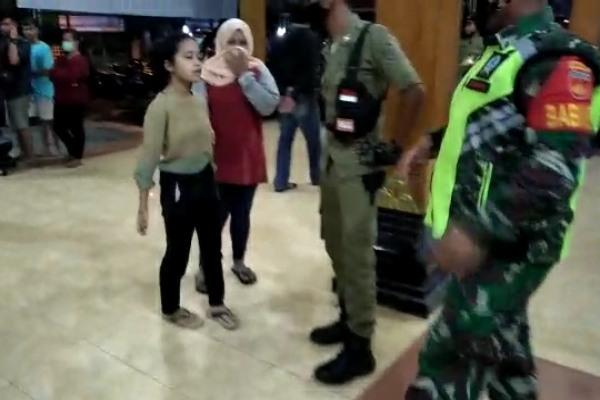 tiga puluh sembilan muda mudi terjaring razia di hotel Hayam Wuruk tadi mala