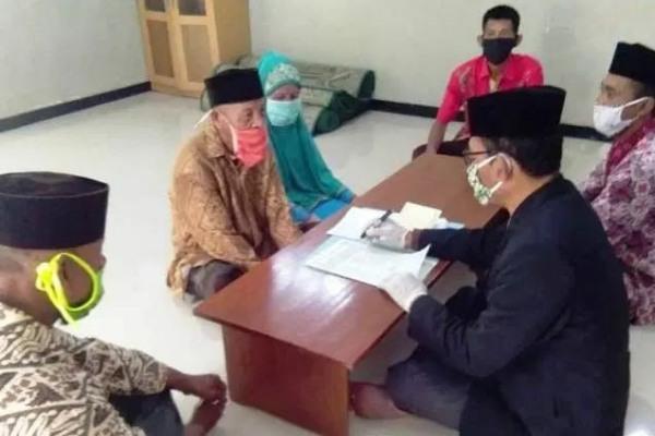 Hadi Sukirno (99), saat melangsungkan pernikahan.