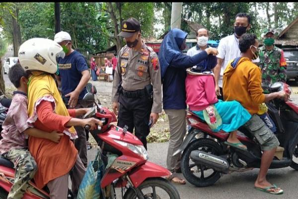 Sejumlah relawan yang tergabung dalam Relawan kemanusiaan kecamatan Todanan