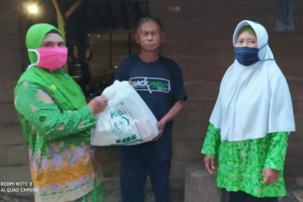 Muslimat NU Banjarejo bagikan sembako