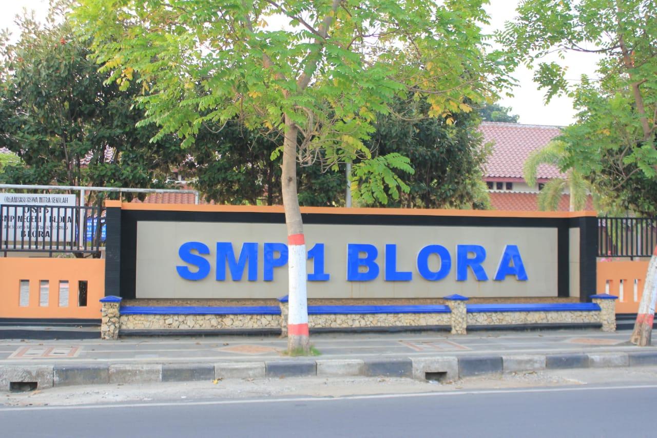 Gedung SMP N 1 BLora