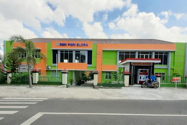 Gedung SMK PGRI BLORA tampak depan.