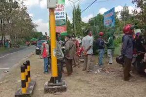 ratusan warga menggeruduk tempat isolasi klinik Bakti Padma.