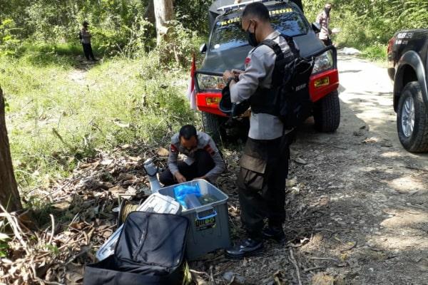 Gegana Brimob Polda Jateng akan melakukan Disposal terhadap bom yang ditemukan kemarin.