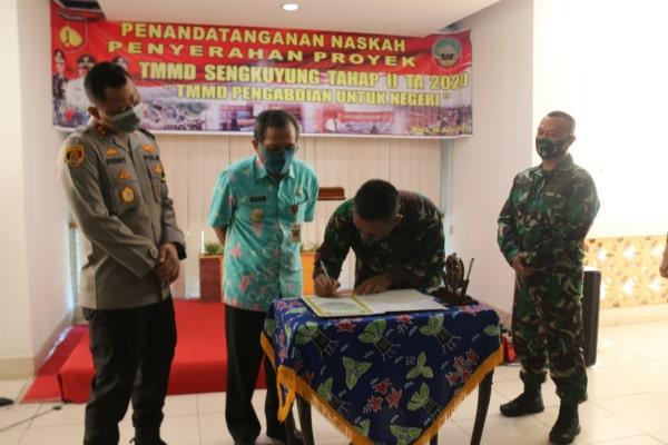 penandatanganan naskah penyerahan proyek TMMD Sengkuyung Tahap II Tahun 2020