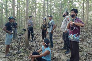 Pencari harta karun melalui kegiatan penggalian liar di situs-situs