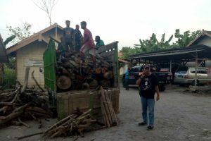 barang bukti berupa truk dan kayu jati berbagai ukuran diserahkan kepada Polres Blora.