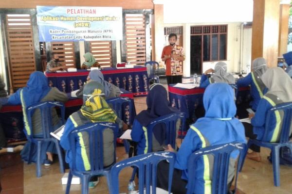 Pelatihan aplikasi eHDW Kementerian Desa dan PDTT untuk KPM desa di Pendapa Kantor Kecamatan Cepu, Kamis (16/7) kemarin.