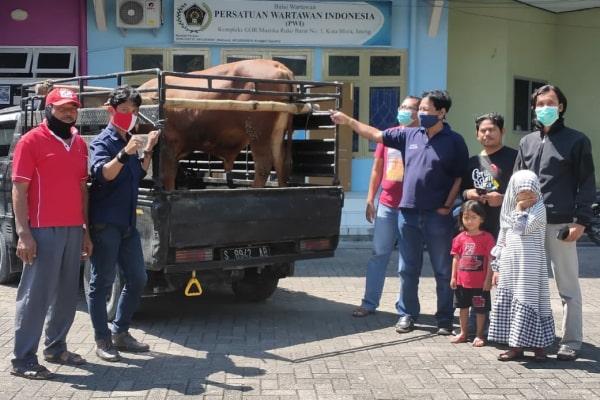 Persatuan Wartawan Indonesia (PWI) Kabupaten Blora terima sapi kurban dari Pertamina EP Asset 4 Cepu Field.