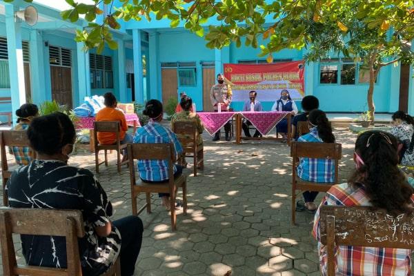 Pelajar Papua yang di yang ada di Blora terima bantuan sosial berupa paket sembako