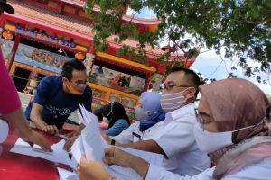 antrian masyarakat Blota yang memadati kantor Dinas Penanaman Modal, Perizinan Terpadu Satu Pintu (DPMPTSP) Blora.