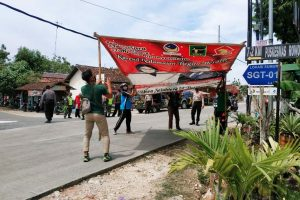 Sejumlah petugas Menertibakan APK di Kecamatan Ngawen