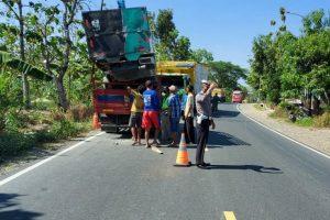 lakalantas terjadi di ruas Jalan Blora-Cepu tepatnya di wilayah Desa Jiken