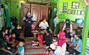 Mahasiswa KKN RDR 75 UIN Walisongo Semarang menyampaikan materi tentang stunting di Rumah Perangkat Desa, Darsono, Dukuh Krempit, Desa Patalan, Blora