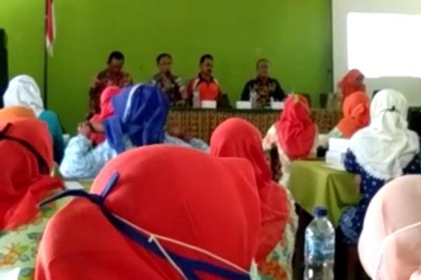 video ajakan dalam forum Pembinaan Himpunan Pendidik dan tenaga Kependidikan Anak Usia Dini Indonesia (HIMPAUDI),