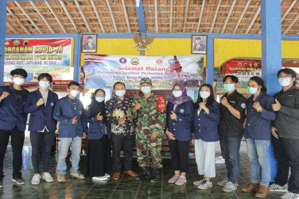 SEMBILAN MAHASISWA IPB KKN DI JATI, DOSEN : MENGABDI UNTUK MASYARAKAT