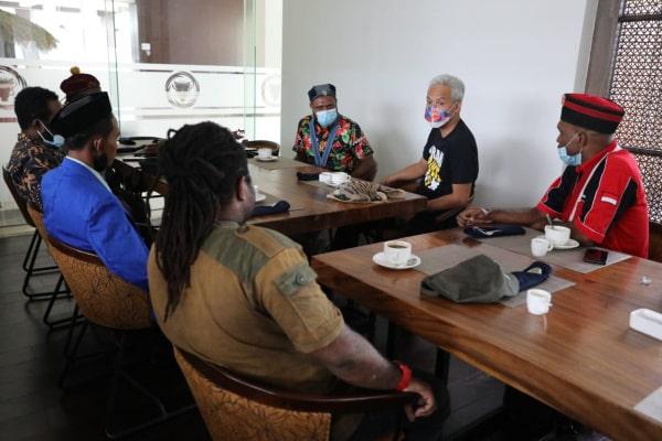 DUA JAM NGOBROL DENGAN AKTIVIS MAHASISWA PAPUA, BEGINI MASUKAN GANJAR
